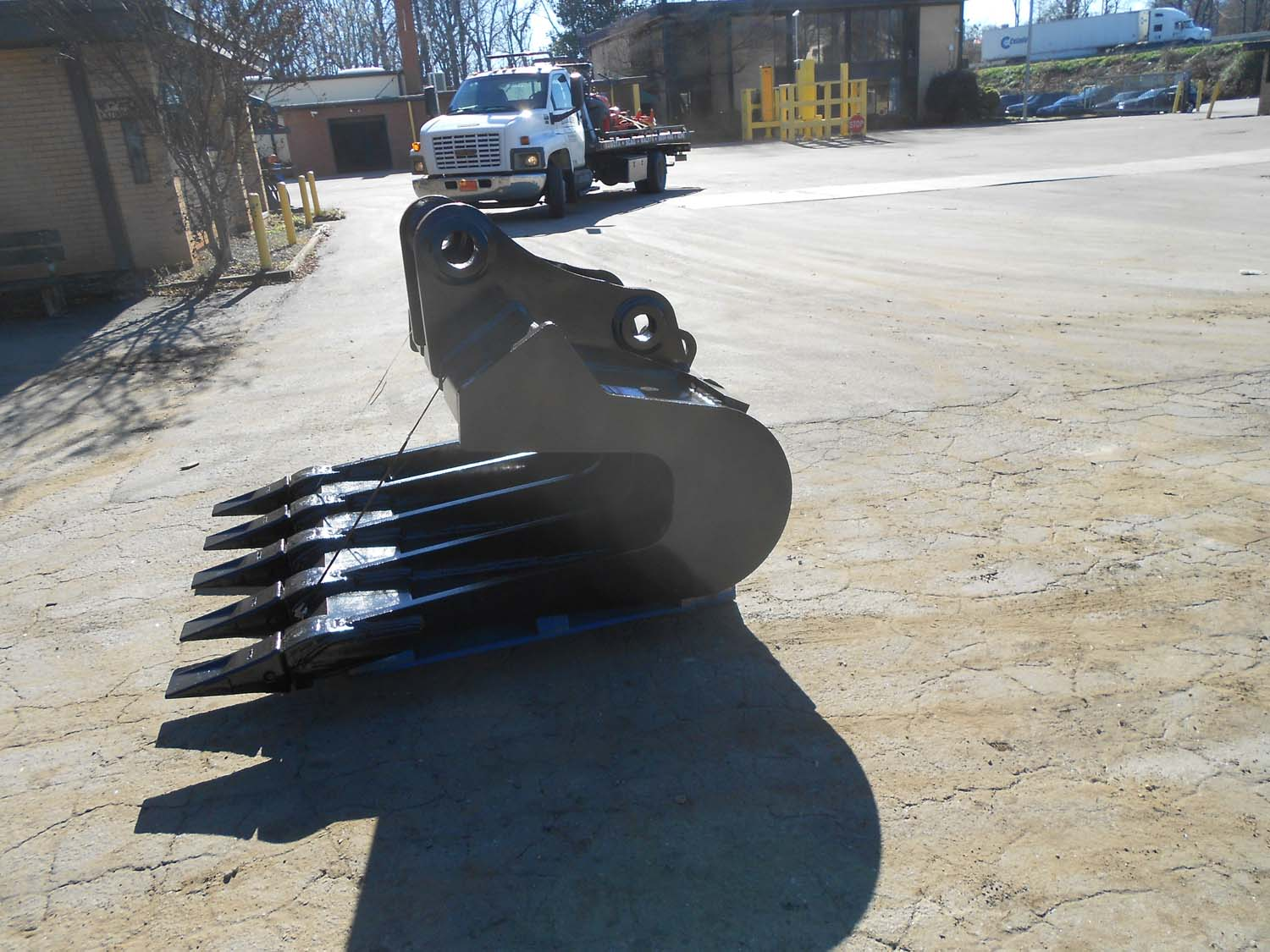 New style pavement removal bucket